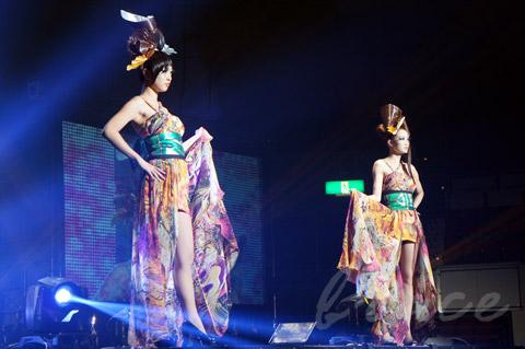 【CONTEST】SPC全日本理美容選手権 決勝大会2013 アーティスティックで華麗なヘアショーステージ!_c0080367_13593261.jpg