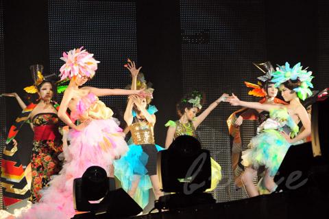 【CONTEST】SPC全日本理美容選手権 決勝大会2013 アーティスティックで華麗なヘアショーステージ!_c0080367_13593286.jpg
