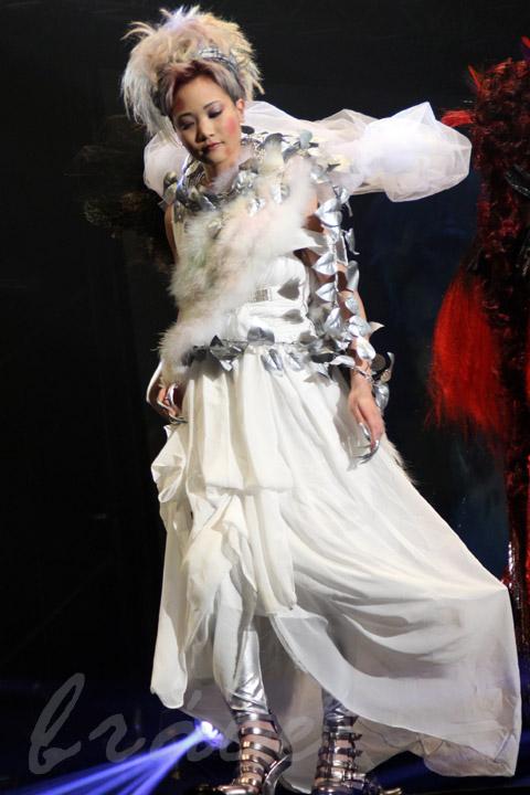 【CONTEST】SPC全日本理美容選手権 決勝大会2013 アーティスティックで華麗なヘアショーステージ!_c0080367_14001447.jpg