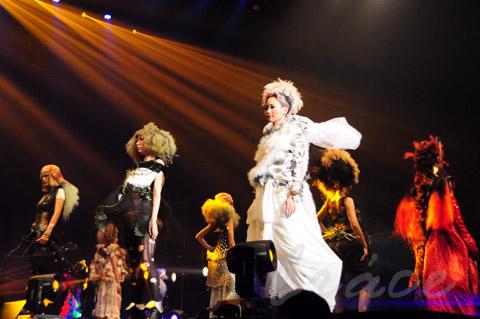 【CONTEST】SPC全日本理美容選手権 決勝大会2013 アーティスティックで華麗なヘアショーステージ!_c0080367_14001485.jpg