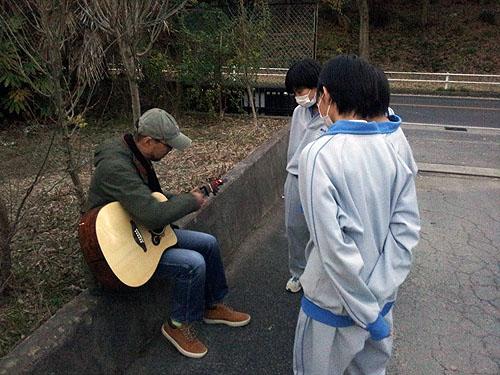 自宅近所でソロ・ギターのコンサート、それから・・・_c0137404_2120544.jpg