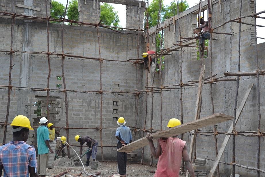 The construction of Pemba Budokan -13- ~ペンバ武道館建設の様子 _a0088841_22355133.jpg