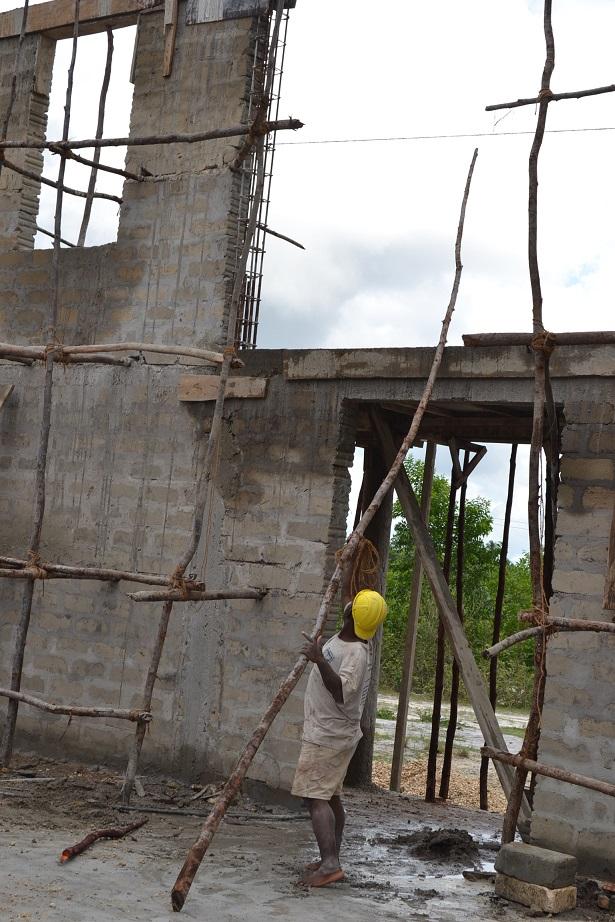 The construction of Pemba Budokan -13- ~ペンバ武道館建設の様子 _a0088841_2236072.jpg