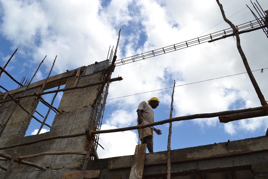 The construction of Pemba Budokan -13- ~ペンバ武道館建設の様子 _a0088841_22365426.jpg