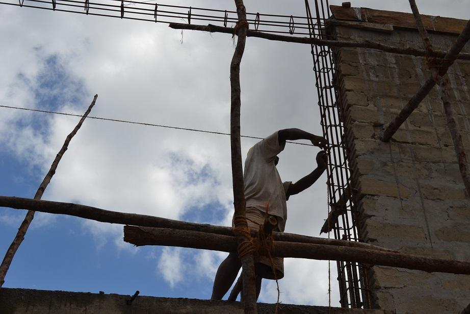 The construction of Pemba Budokan -13- ~ペンバ武道館建設の様子 _a0088841_2237119.jpg