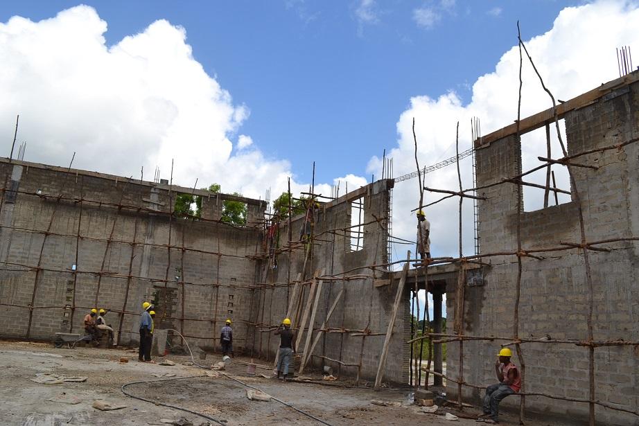The construction of Pemba Budokan -13- ~ペンバ武道館建設の様子 _a0088841_22384155.jpg