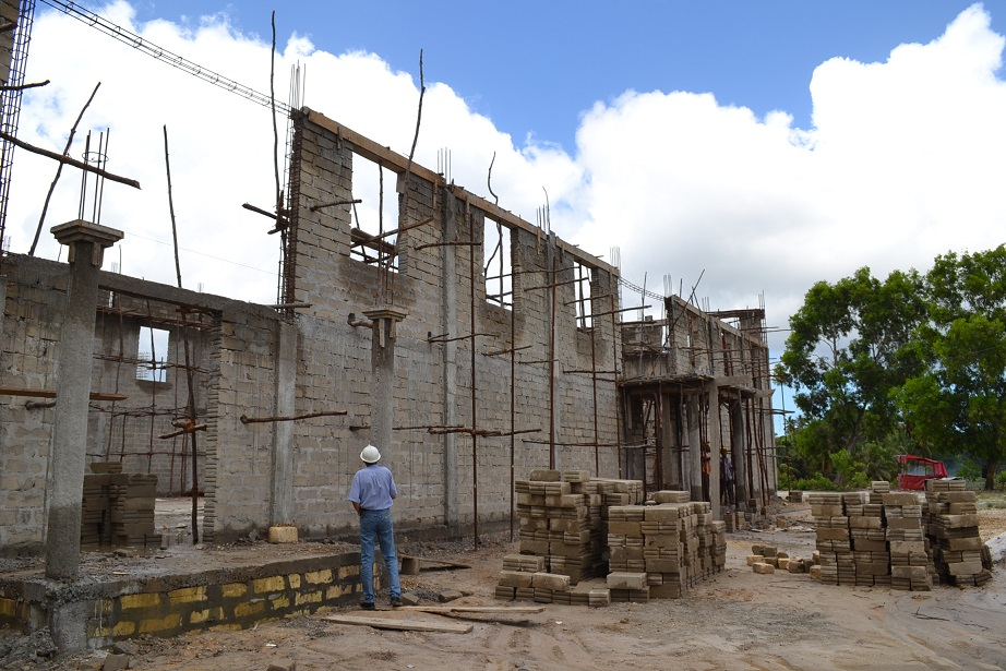 The construction of Pemba Budokan -13- ~ペンバ武道館建設の様子 _a0088841_22424640.jpg