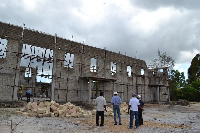 The construction of Pemba Budokan -13- ~ペンバ武道館建設の様子 _a0088841_2243419.jpg