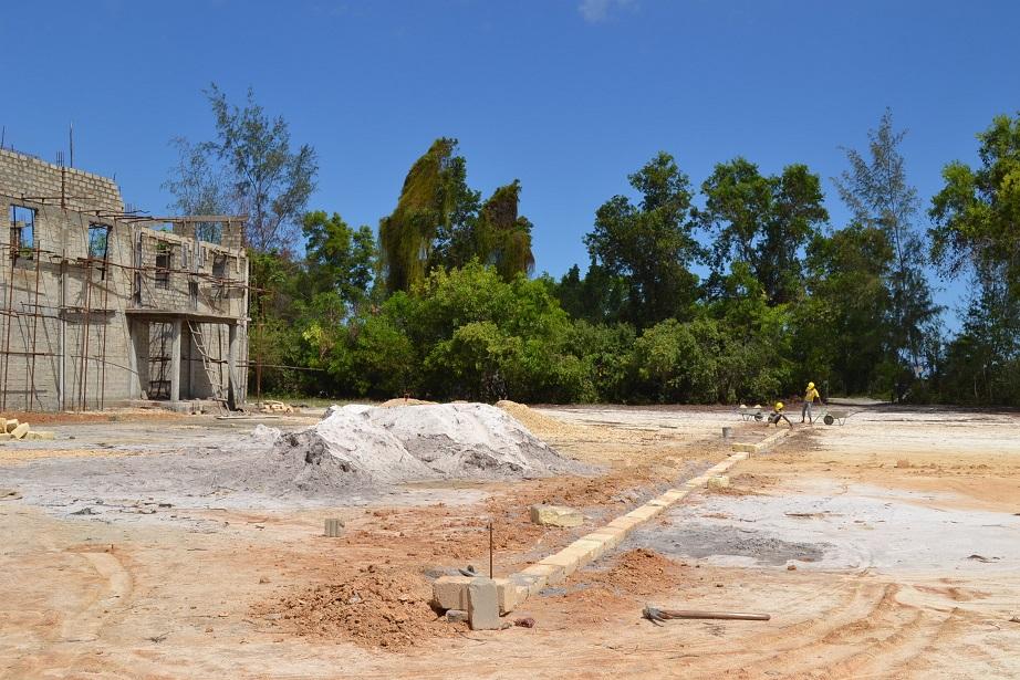The construction of Pemba Budokan -13- ~ペンバ武道館建設の様子 _a0088841_22452728.jpg