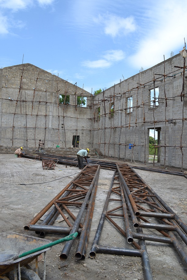 The construction of Pemba Budokan -14- ~ペンバ武道館建設の様子  _a0088841_2331749.jpg