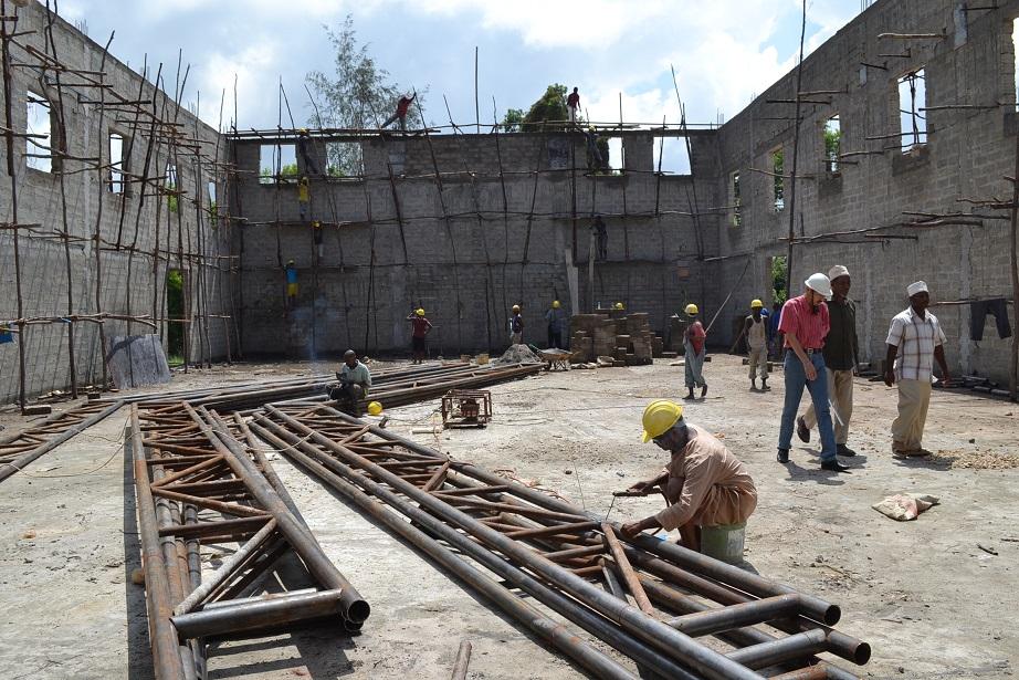 The construction of Pemba Budokan -14- ~ペンバ武道館建設の様子  _a0088841_2334447.jpg