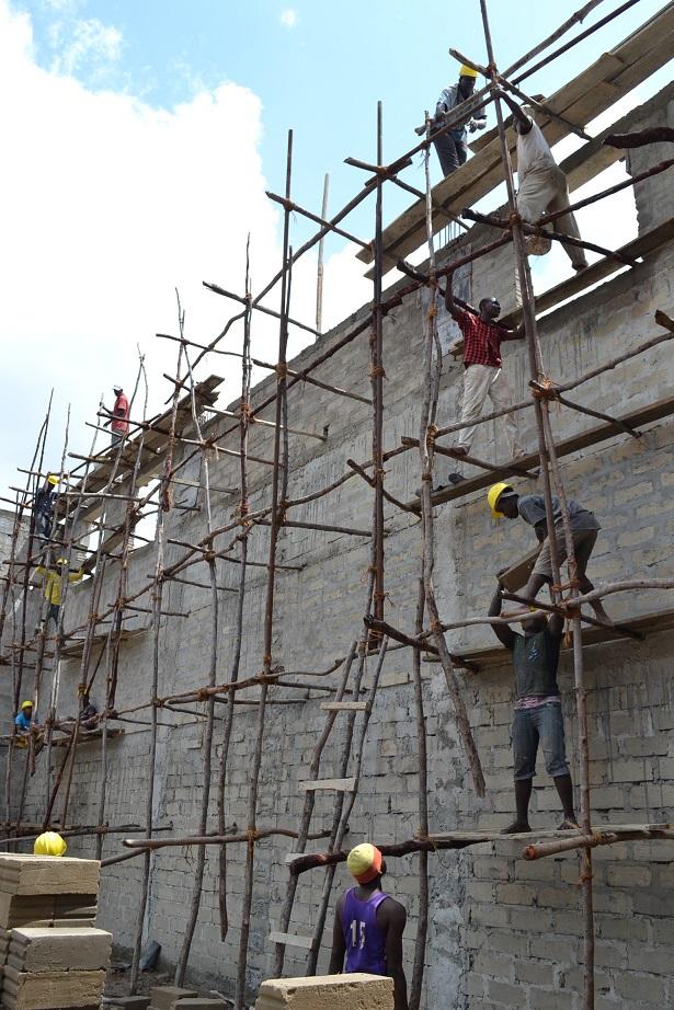 The construction of Pemba Budokan -14- ~ペンバ武道館建設の様子  _a0088841_2361835.jpg