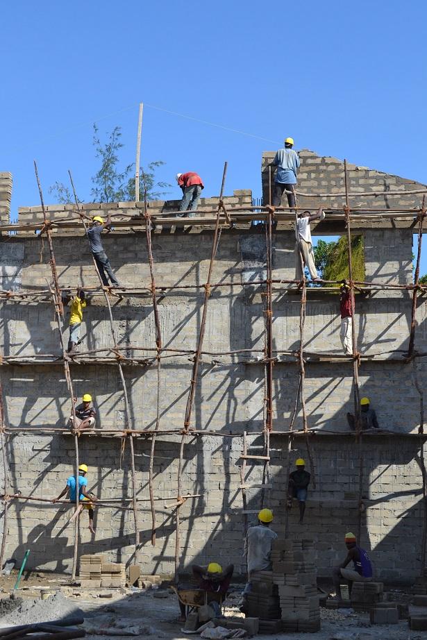 The construction of Pemba Budokan -14- ~ペンバ武道館建設の様子  _a0088841_2362771.jpg