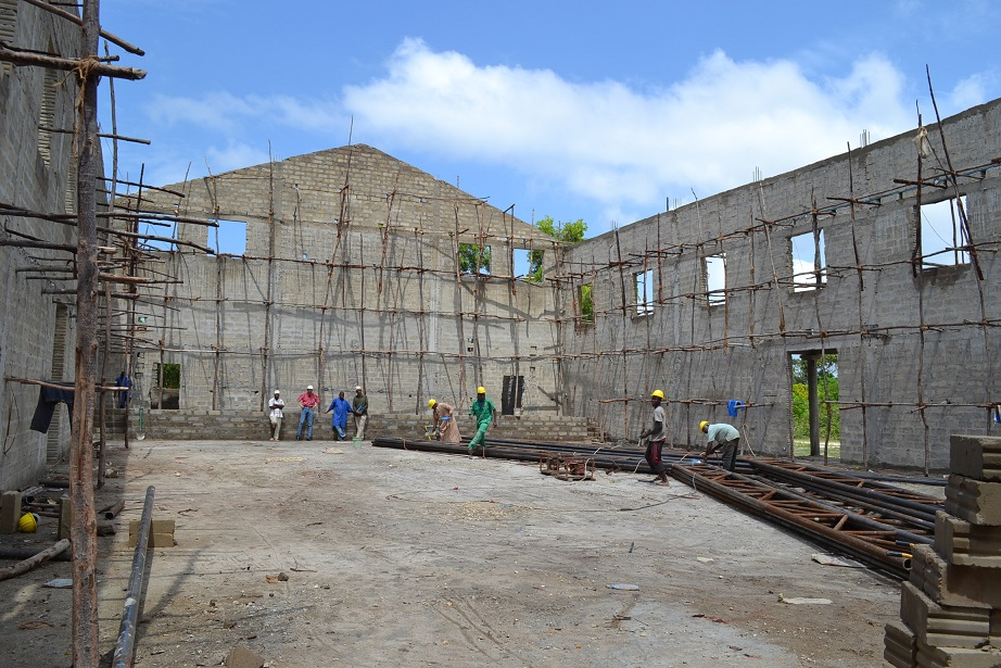 The construction of Pemba Budokan -14- ~ペンバ武道館建設の様子  _a0088841_2365436.jpg