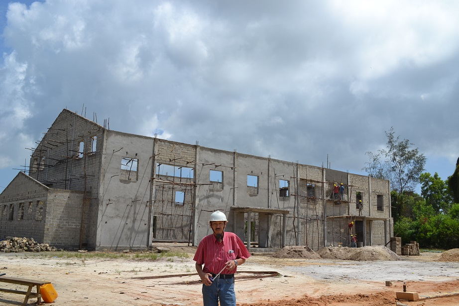 The construction of Pemba Budokan -14- ~ペンバ武道館建設の様子  _a0088841_237375.jpg