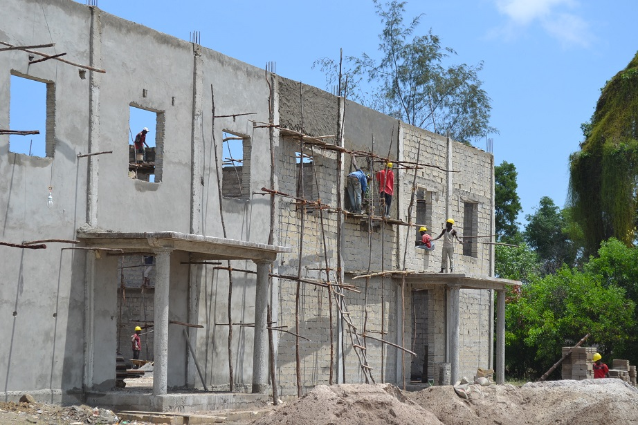 The construction of Pemba Budokan -14- ~ペンバ武道館建設の様子  _a0088841_2374523.jpg