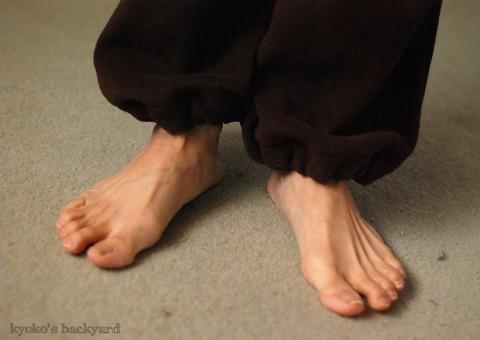 部屋着パンツの裾上げ&ゴム入れ(と猫の反応)_b0253205_361081.jpg