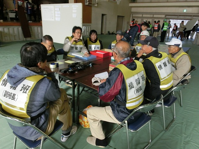 課題だらけだったが、それを肥やしに! 第1回吉原高校避難所開設・運営訓練_f0141310_747749.jpg