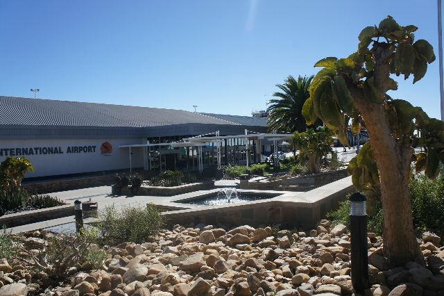 ナミビアの旅(39) エトーシャからウイントフックへ・・・そして帰国_c0011649_8554742.jpg