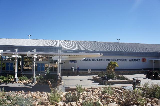 ナミビアの旅(39) エトーシャからウイントフックへ・・・そして帰国_c0011649_856312.jpg