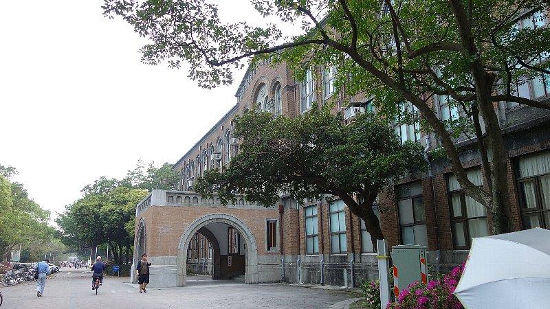 台湾大学物理学系校舎_c0112559_10424914.jpg