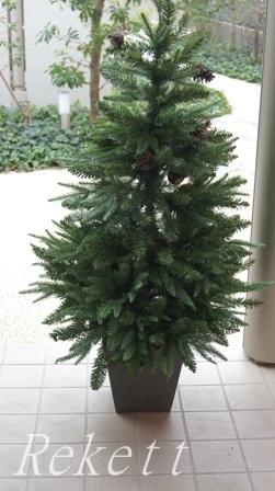 シックなポット入りクリスマスツリー_f0029571_1114438.jpg