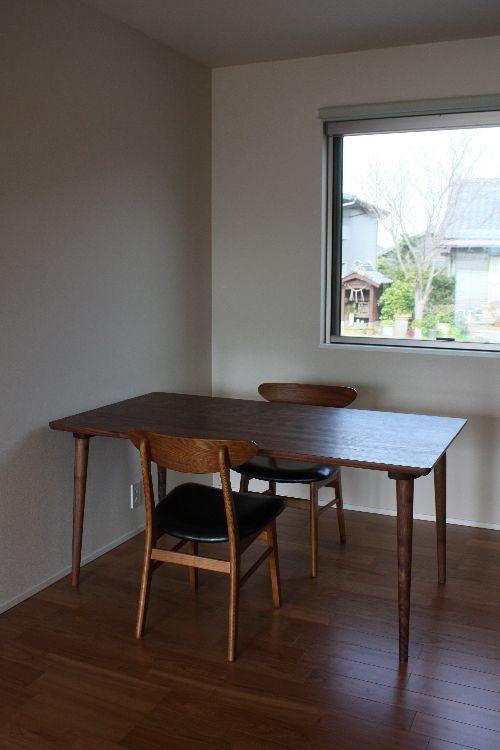 ダイニングテーブル納品 ~ウォールナット_b0135599_1932890.jpg