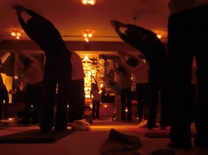 2014 寺yoga日程 と 様子のお写真を_b0188106_23374615.jpg