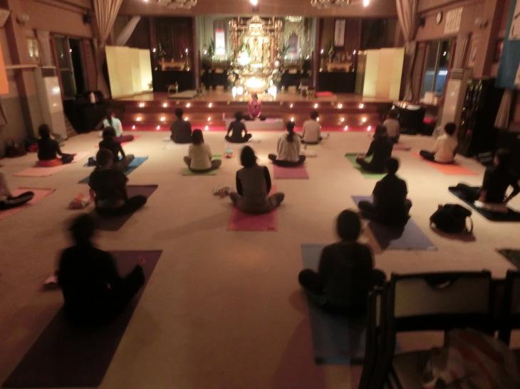 2014 寺yoga日程 と 様子のお写真を_b0188106_23374989.jpg