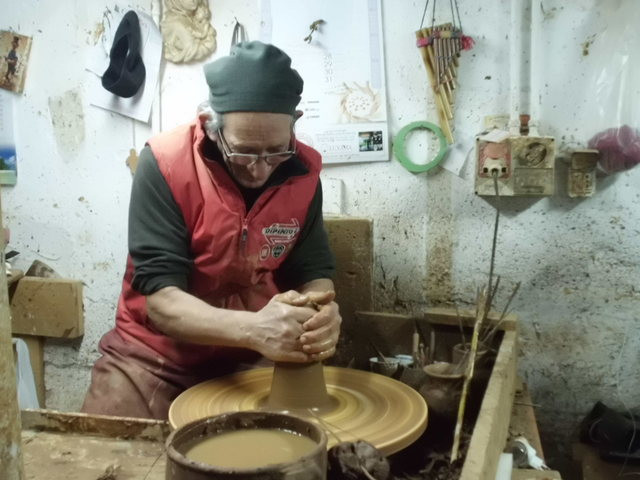 テラコッタ陶器の工房見学_b0305039_23473737.jpg