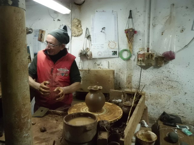 テラコッタ陶器の工房見学_b0305039_23502183.jpg