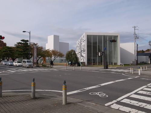 十和田市現代美術館_b0091545_2131132.jpg