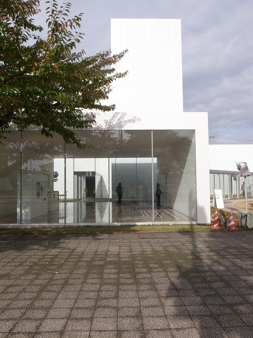 十和田市現代美術館_b0091545_21312351.jpg