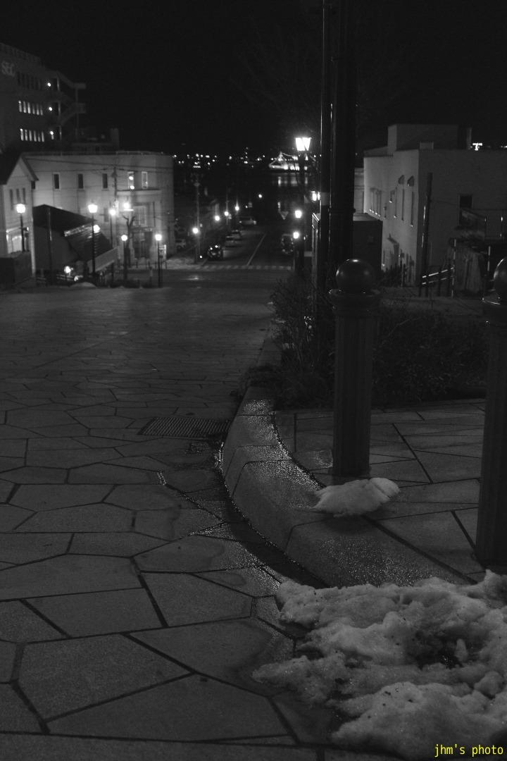 夕日の丘行きバス通りの夜_a0158797_10155064.jpg