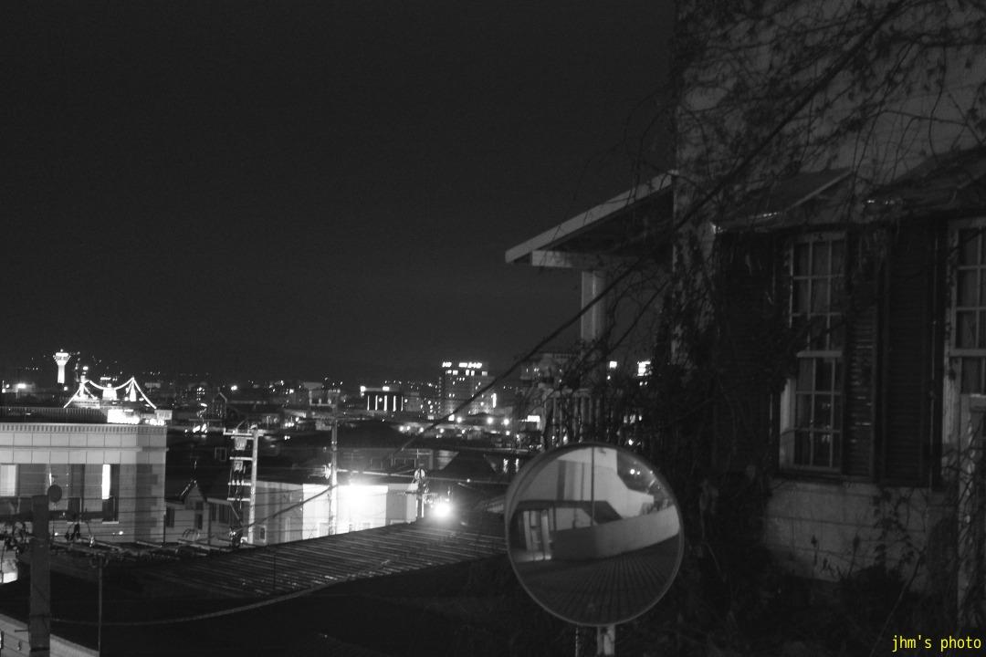 夕日の丘行きバス通りの夜_a0158797_10171478.jpg