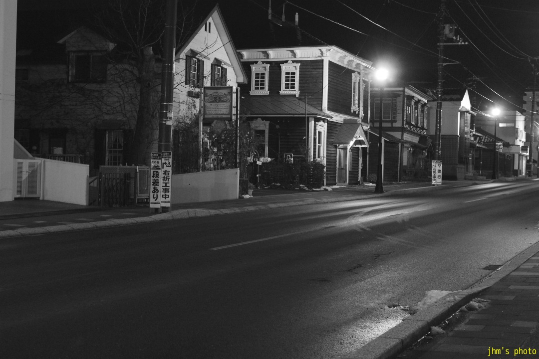 夕日の丘行きバス通りの夜_a0158797_10181679.jpg