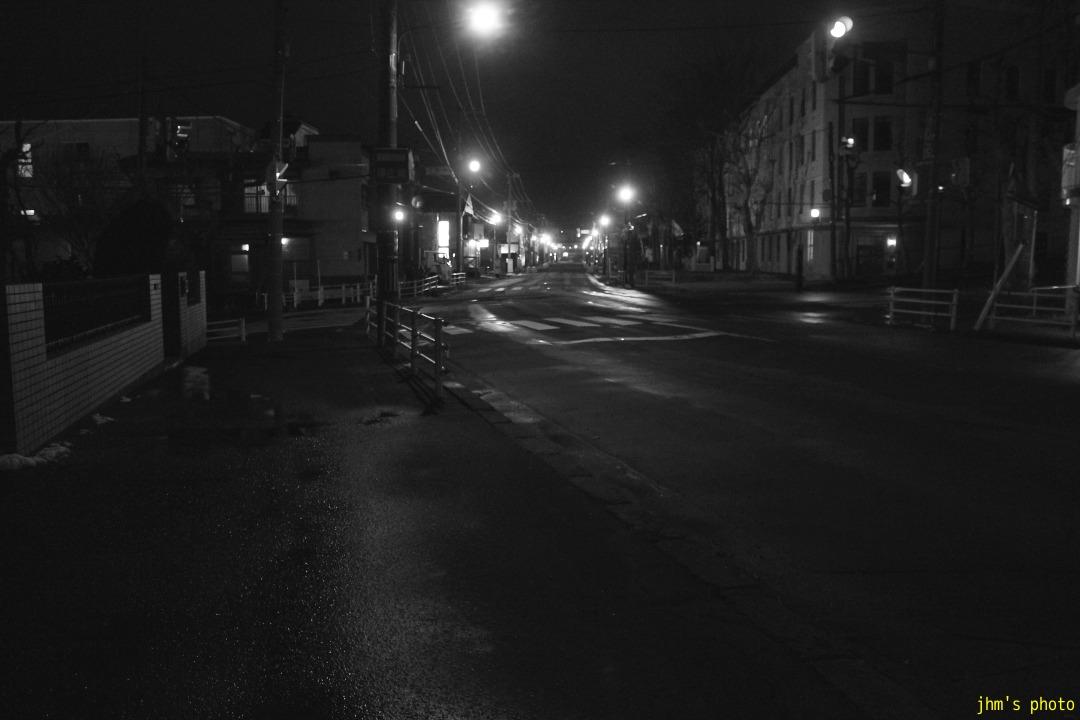 夕日の丘行きバス通りの夜_a0158797_10205965.jpg