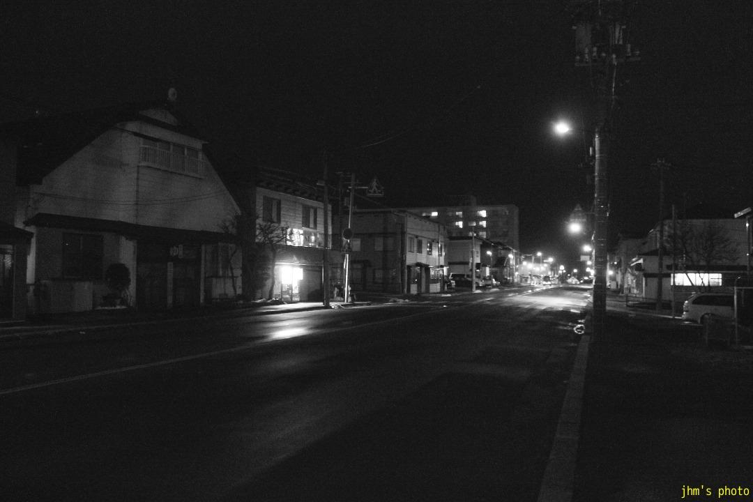 夕日の丘行きバス通りの夜_a0158797_10222058.jpg
