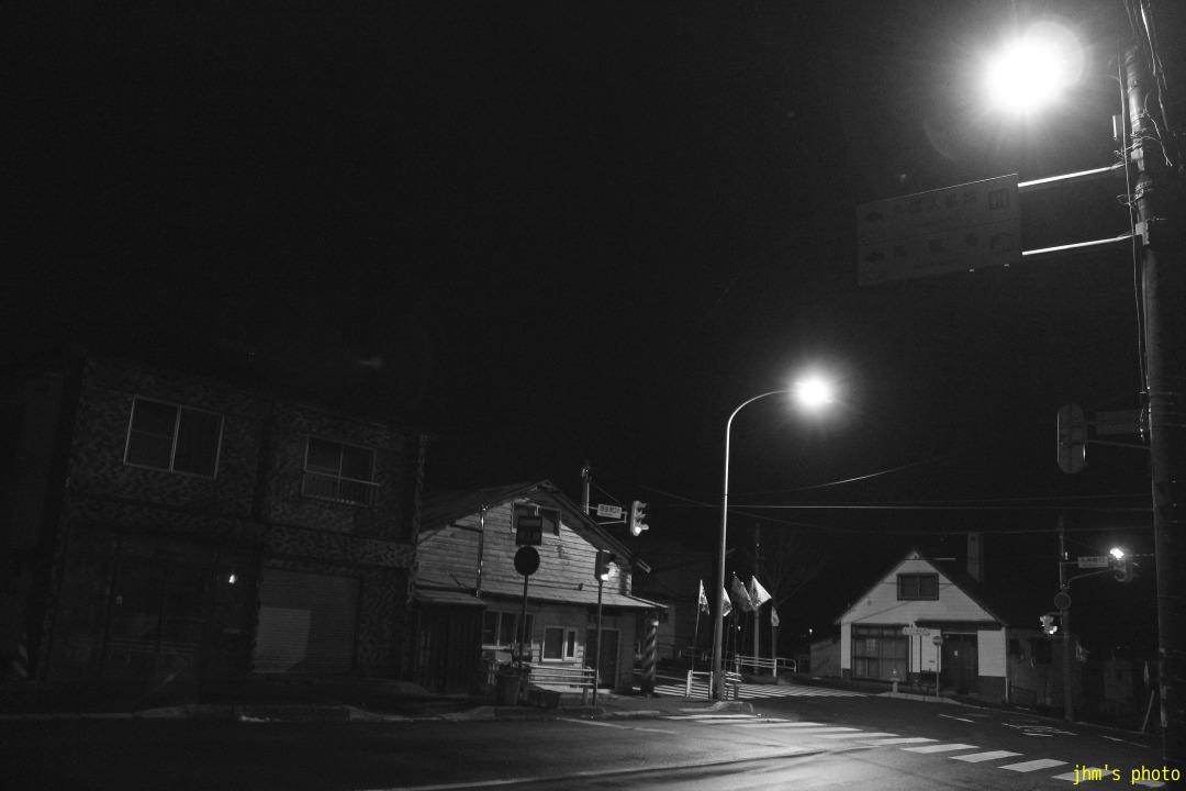 夕日の丘行きバス通りの夜_a0158797_1023725.jpg