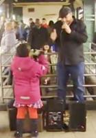NYの地下鉄シンガー、David Laboyさんの歌うThe A Team_b0007805_10212761.jpg