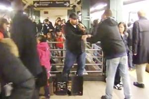 NYの地下鉄シンガー、David Laboyさんの歌うThe A Team_b0007805_10221859.jpg