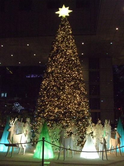 UOB プラザ前のクリスマスツリー♥_e0303431_23553962.jpg