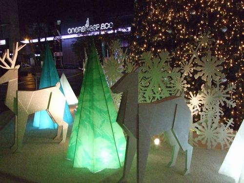 UOB プラザ前のクリスマスツリー♥_e0303431_23591425.jpg