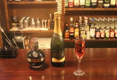 いい人と、いい酒で、いい夜ができあがる。「Bar Octave」_d0250986_15235142.jpg