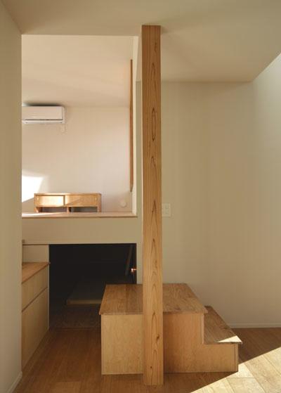 出窓のある居間と小上がりの書斎_b0183404_20213331.jpg
