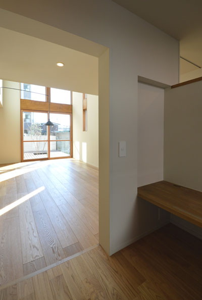 出窓のある居間と小上がりの書斎_b0183404_203497.jpg
