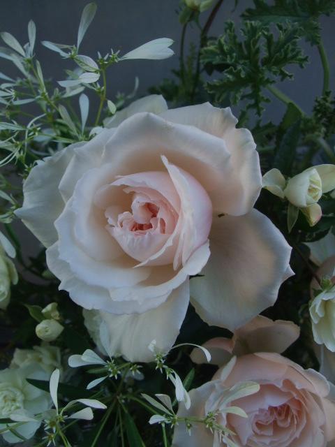 オークリーフ(淡いピンクのバラのアレンジメント)_f0049672_14112948.jpg