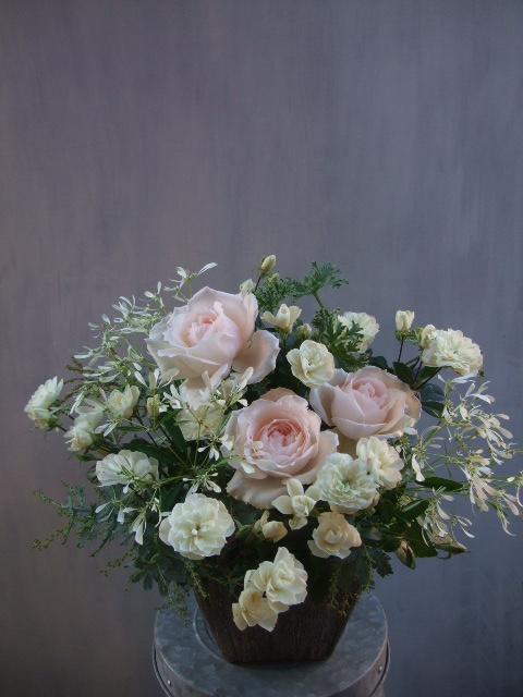 オークリーフ(淡いピンクのバラのアレンジメント)_f0049672_14113616.jpg