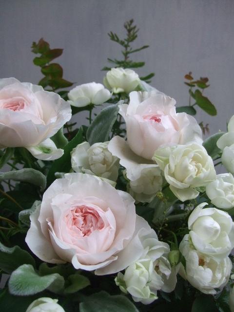 オークリーフ(淡いピンクのバラのアレンジメント)_f0049672_1412297.jpg