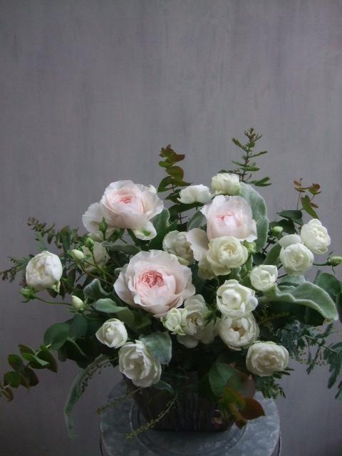 オークリーフ(淡いピンクのバラのアレンジメント)_f0049672_14123650.jpg